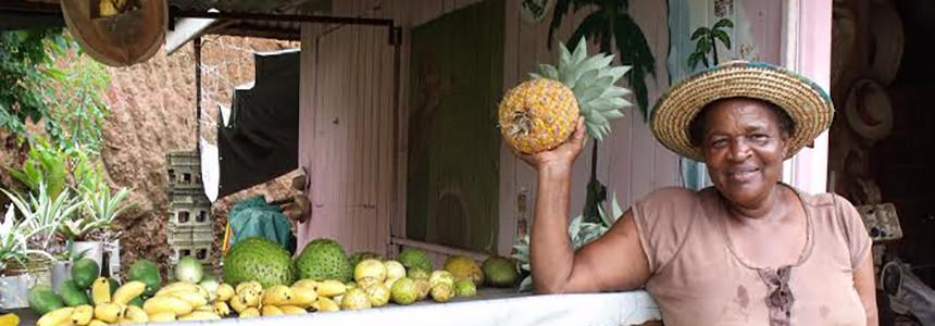 Belizean woman with the pineapple