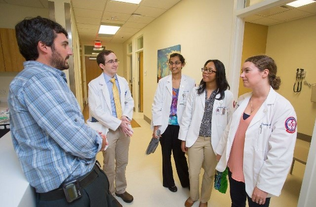 Medical students meet with a faculty member