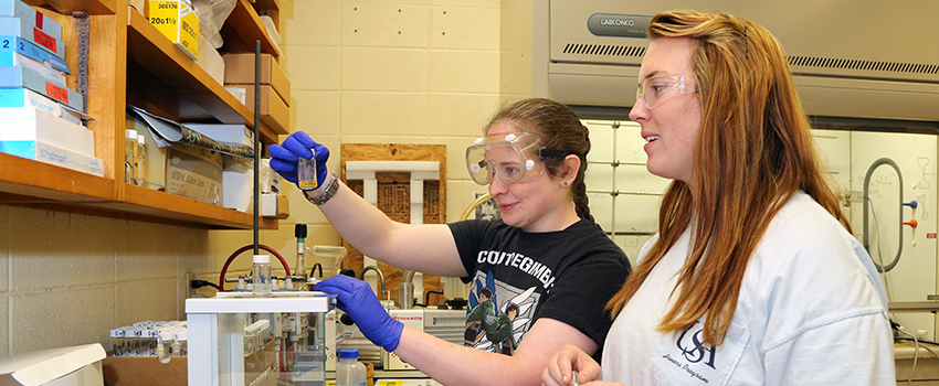 Two honors students in lab