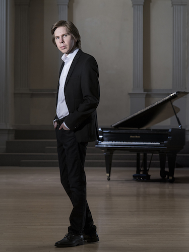 Pianist Juho Pohjonen data-lightbox='featured'