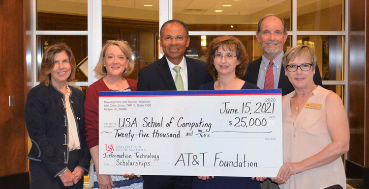 AT&T Foundation Gives $25,000 for IT Scholarships