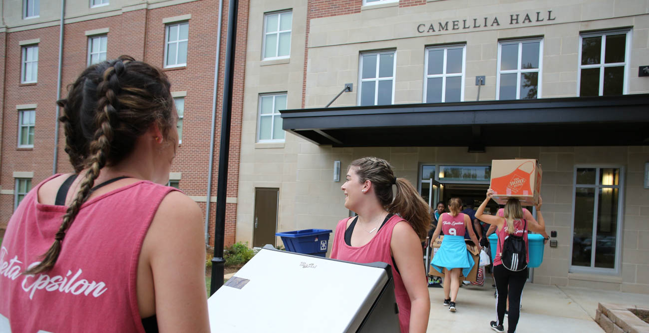 Members of the Jaguar Marching Band were among the students, faculty and staff who helped freshmen move in to their on-campus homes. Here they are in front of Epsilon Hall.