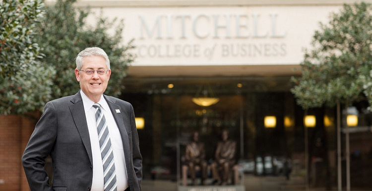 Dr. Bob Wood has been dean at the University of South Alabama Mitchell College of Business since 2014.