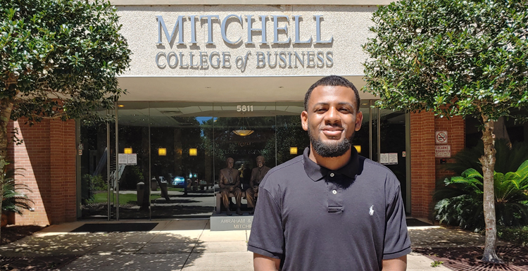South's Macario Kelley has been named a Public Company Accounting Oversight Board scholar. He is one of 253 students from U.S. colleges and universities to receive a $10,000 scholarship for the 2021-2022 academic year.
