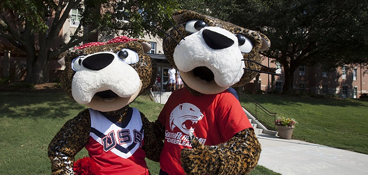 Miss Pawla and South Paw help students move into their residence halls on Saturday, Aug. 16. More than 700 volunteers came out for Move-In Day. data-lightbox='featured'