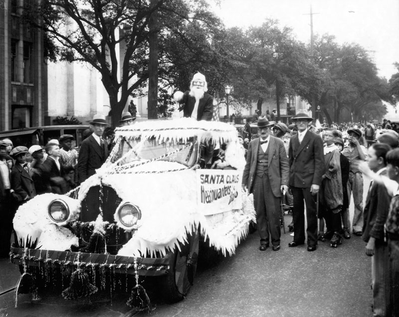 The Reiss Mercantile Company held an annual Christmas parade as a promotional event for their toy department.