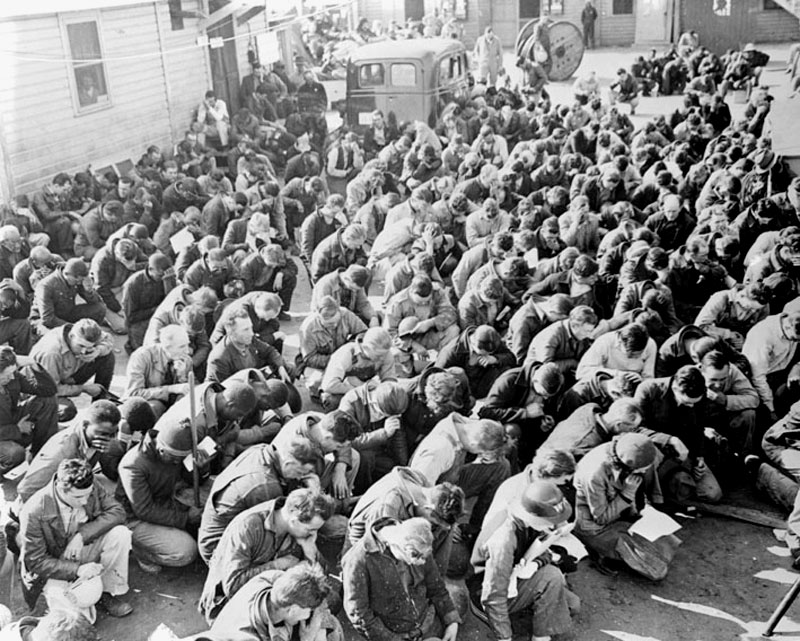 Workers at the Alabama Dry Dock and Shipbuilding Company pause during the work day to give thanks on Thanksgiving Day, 1943.